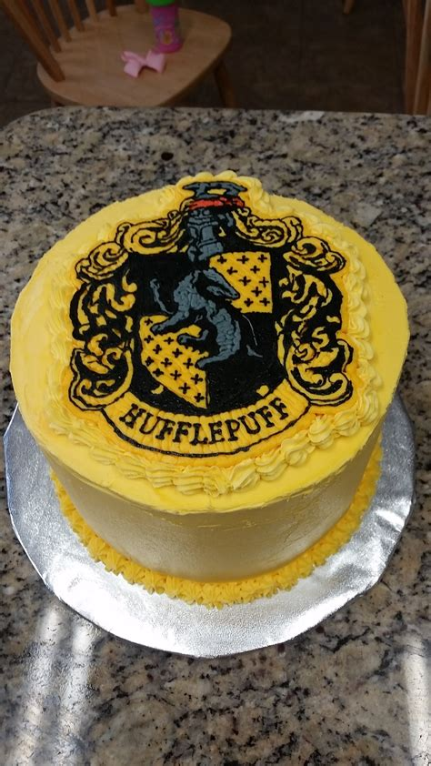 Decorating My First Home Hufflepuff Birthday Cake Cakecentral Com