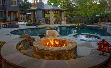 feuerstelle ideen eine feuerstelle am pool eine feuerstelle am pool