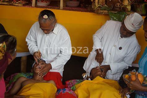 Potong Gigi Di Dokter mimoza tv 36 warga desa bongo 4 ikuti ritual potong gigi massal