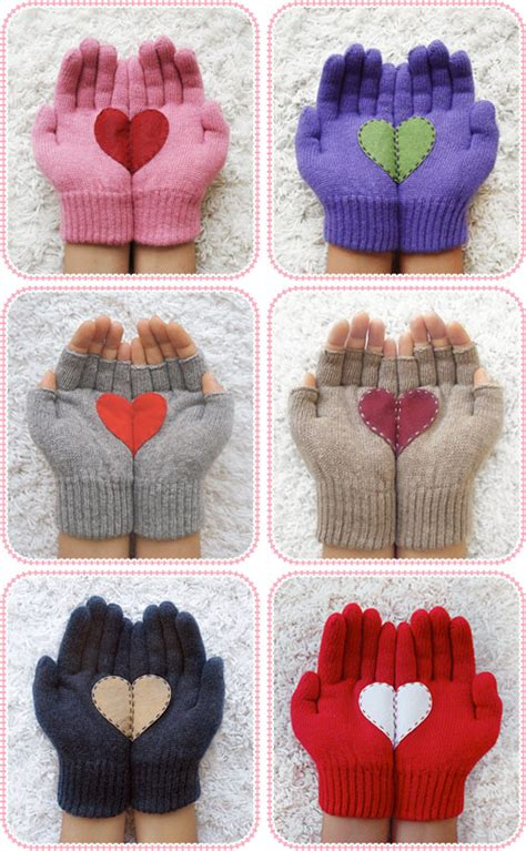 Handcrafted Hearts - 40 mittens and gloves crafts to make