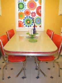 Retro Kitchen Table Diy Refinishes And Reupholsters 1950s Dinette