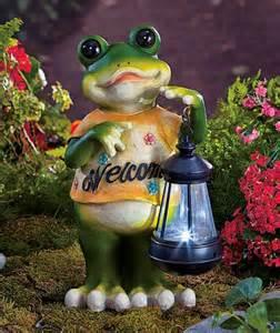 frog welcome statue solar lantern garden flower bed yard
