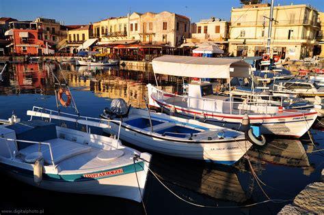 porto della grecia foto della grecia barche da pesca porto fotografie