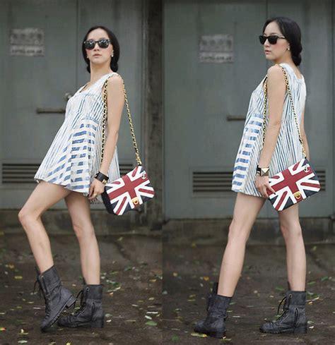 Becky Korean Bag becky baek reyban black sunglasses vintage stripe one