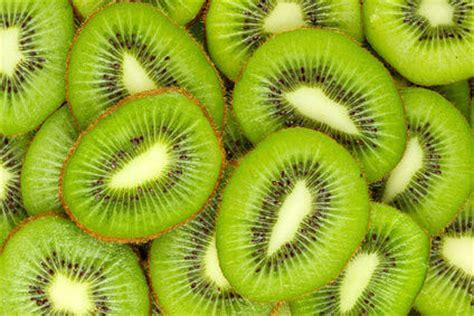 can eat kiwi don t worry be happy eat 2 kiwi fruit a day