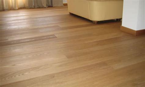 piastrelle simili al parquet pavimenti vinilici a click 16 99 pavimento vinilico a