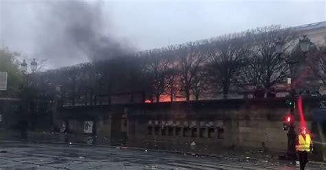 paris violence jeu de paume gallery  fire  mob storm