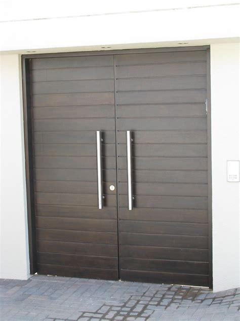 solid horizontally slatted double doors  groundworks