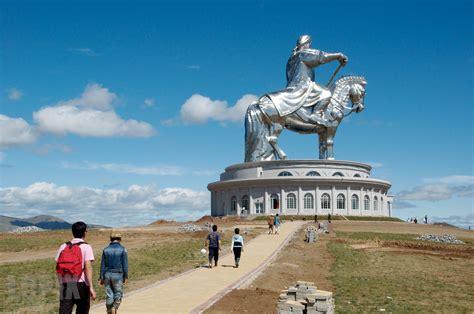 genghis khan equestrian statue wikipedia chinggis khan statue wikipedia does a better job at