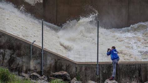 water spills  key victorian reservoir lake eppalock