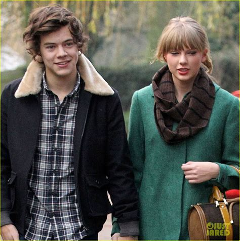 taylor swift es harry styles fans are convinced harry styles wrote song about taylor