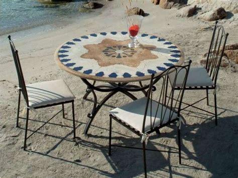 tavoli in ferro battuto e mosaico tavoli in ferro battuto foto design mag