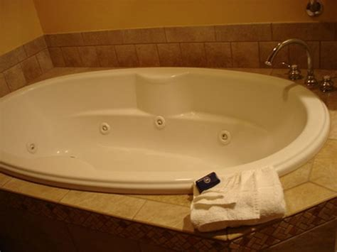 painting a porcelain bathtub how to paint a porcelain tub sink or toilet hunker