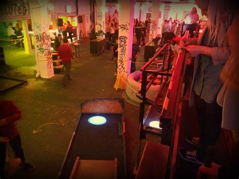swinging club in london junkyard golf club london average joes