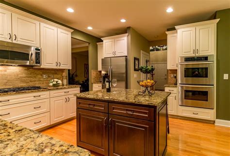 Kitchen & Bath Cabinetry Made In America