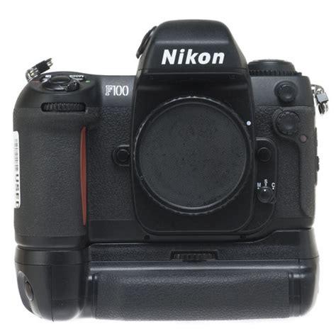 Kamera Nikon F100 nikon f100 35mm slr auto focus with mb 15 battery pack