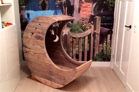 Ranjang Bayi Dari Rotan kumpulan papan kayu disulap jadi ranjang bayi money id