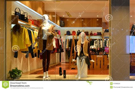 shopping ideas fashion boutique display window with mannequins go