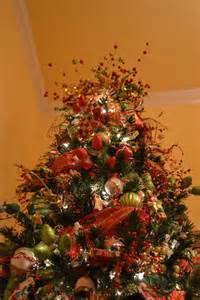 Creations decorating a christmas tree with mesh ribbon tutorial