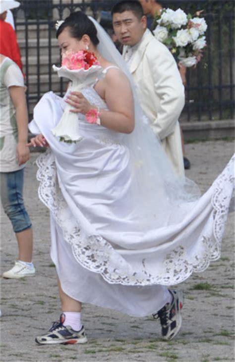 Turnschuhe Zum Brautkleid stressige hochzeitsfotos in qingdao anders reisen
