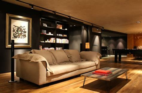 a bachelor s black home