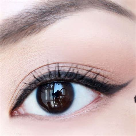 Tutorial Eyeliner Untuk Mata Besar | teknik pemakaian celak mata natural untuk kesan mata besar