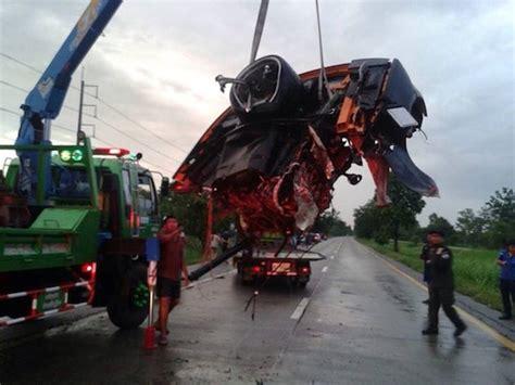 High speed crash leaves Lamborghini looking like gutted