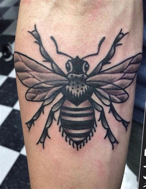 traditional honey bee by marc chislett at nostalgia tattoo