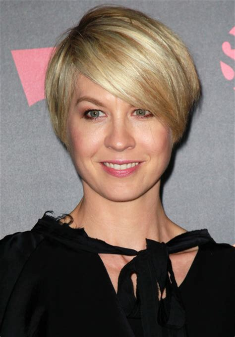 does jenna elfmans hair look better long or short more pics of jenna elfman layered razor cut 5 of 8