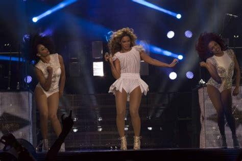 to the left of beyonc 233 exclusive with ashley everett oh