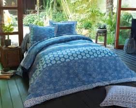 linge de lit motifs batik becquet