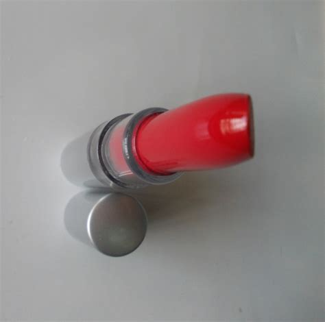 Revlon Energizing Essence essential lipstick fearless review