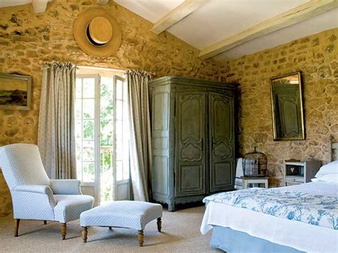 stone wall in bedroom roses and rust stone walls