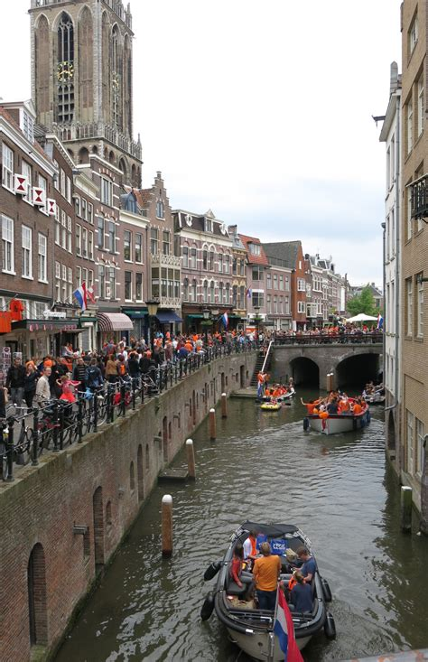 paint it orange or king s day in utrecht distant sojourns - Party Boat Utrecht