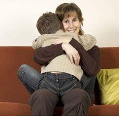 hija mamando madres manipuladoras relacion de madres e hijos hijos
