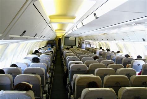 Japan Airlines Cabin by File Japan Airlines 767 300 Economy Cabin Jpg Wikimedia