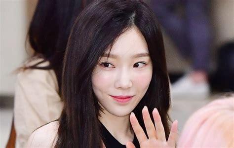 Tas Selempang Kecil Hitam Fashion Korea Jepang Kawai Unik Plum Wanita tae yeon kece pakai crop top netter malah sebut wajahnya kelihatan beda kabar berita