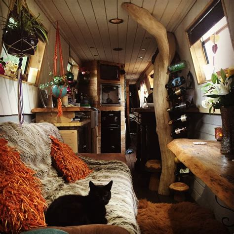 living on a canal boat 25 best ideas about houseboat living on pinterest