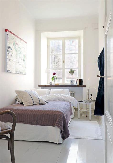 tiny bedroom ideas 1000 ideas about narrow bedroom on