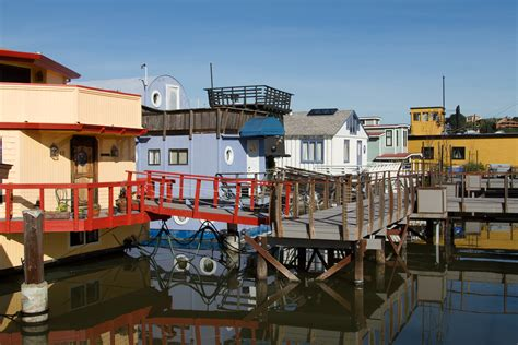 sausalito boat houses file sausalito houseboat community 006 jpg wikimedia commons