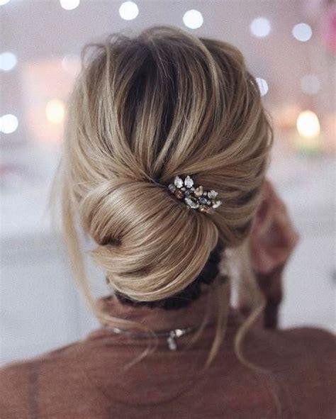 Wedding Hair Low Curly Bun by 27 Casual Wedding Hair Ideas Happywedd
