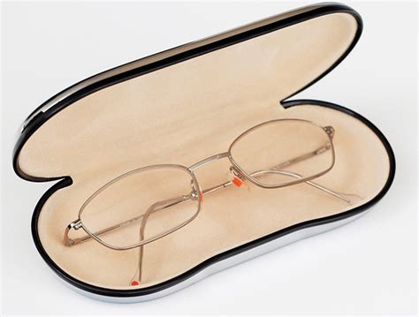 step by step guidelines to clean your eyeglasses
