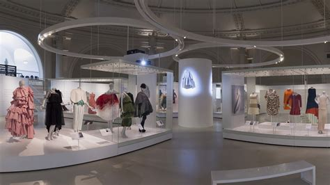 fashion design museum london balenciaga shaping fashion exhibit review