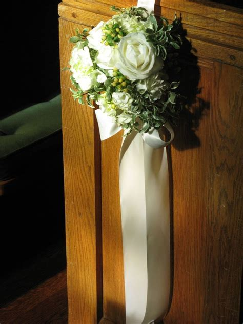 Best 25  Pew flowers ideas on Pinterest   Pew ends, Church