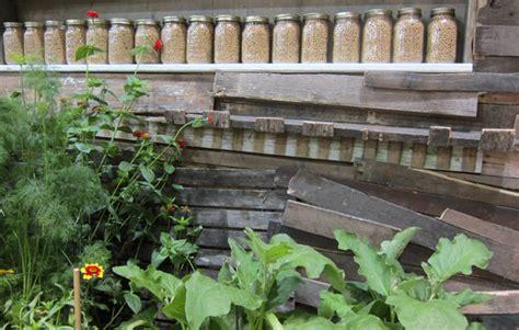 outdoor rooms and veggie gardens hawaiian style