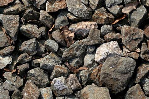 foyer 700 14kw en fonte invicta gravel and rock gravel bark 57 gravel concrete