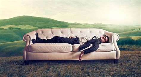 couch surfing cost travelling abroad stay for free be a pro at couch