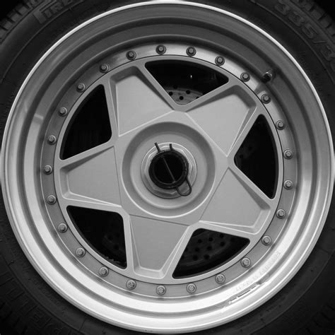 ferrari f40 wheels file ferrari f40 wheel flickr exfordy jpg wikimedia