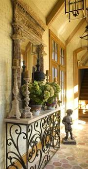 Create impact with console tables in the entry