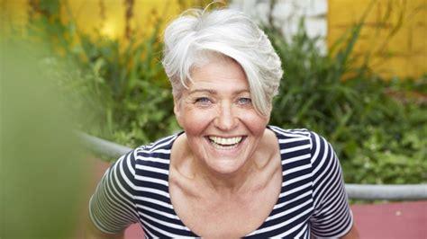 Graue Haare Die Besten Pflege Tipps Gegen Das F 228 Rben